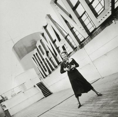 Jean Moral Prise de vues sur le pont du paquebot Normandie pour Harper's Bazaar