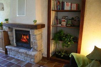 Bais, Gîte bonnes herbes, cheminée