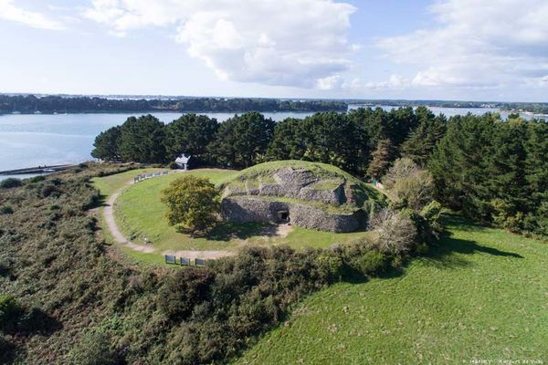 Risultati immagini per gavrinis island and burial mound