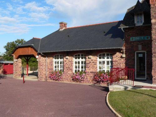 La maison d'école en pays Gallo à Saint Gonlay