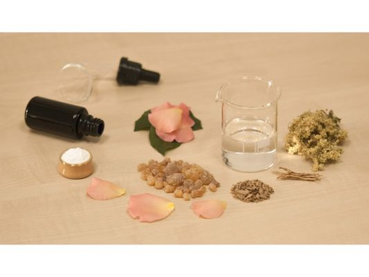 creating-perfume-1539654-1920