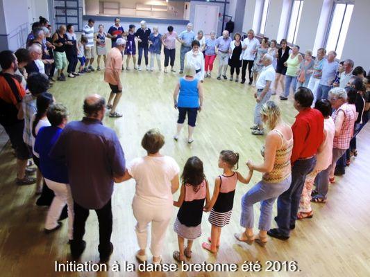 initiation_danse_bretonne_mael_carhaix