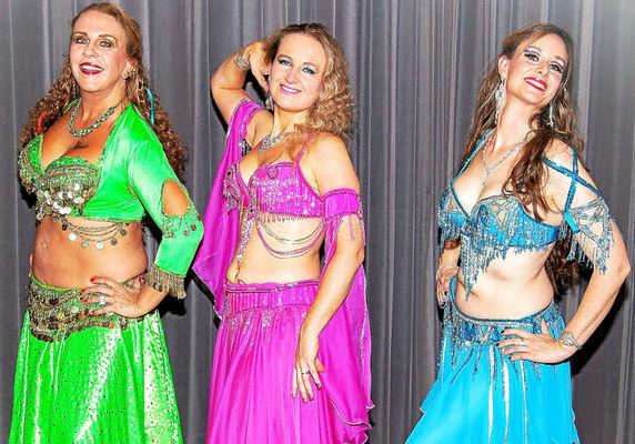 lors-du-diner-spectacle-plusieurs-demonstrations-de-danse_orientale
