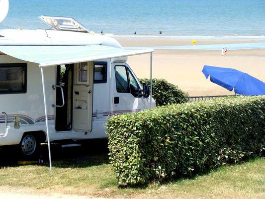 Camping à la plage sur la Côte Fleurie