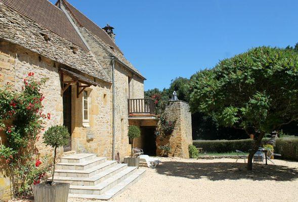 Mensac2_location_avec_piscine_à_partager_terrasse2