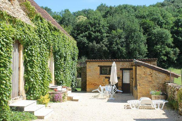 Mensac3_location_avec_piscine_à_partager_terrasse