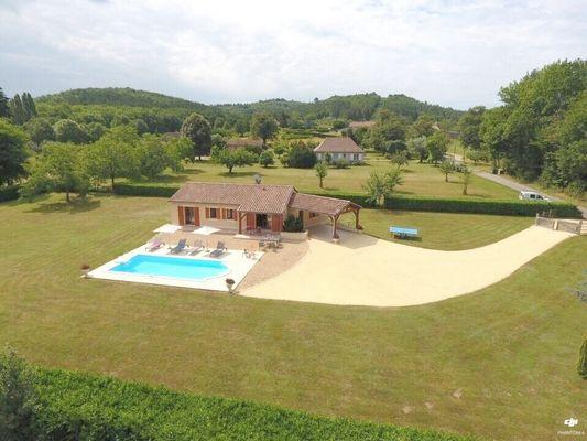 CHATAIGNE - piscine privée - vallée vézère - lascaux..