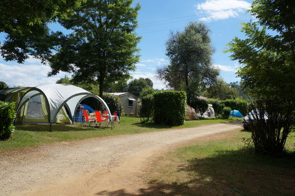 Emplacement-camping---Domaine-des-chenes-verts