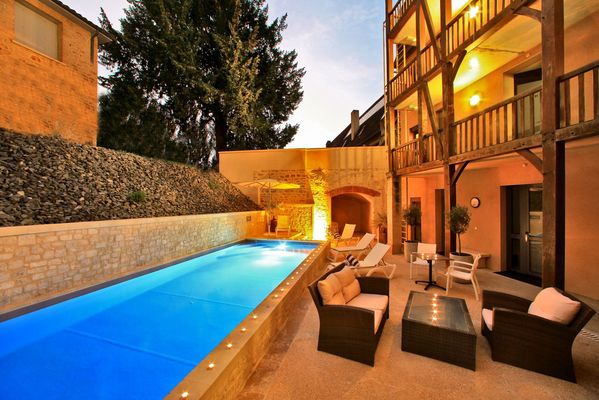Swimming-pool-Hotel-Le-Compostelle-Sarlat