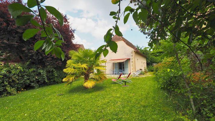 SARLAT - gite-tapis-vert-jardin