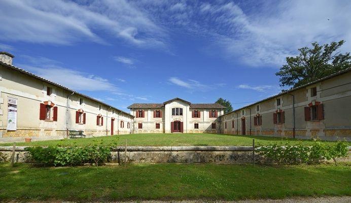 Saint_pierre_de_chignac_musee_du_vin_chai_de_lardimalie©office_de_tourisme_de_perigueux