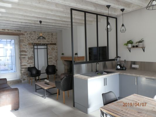 mauleon-gite-izalin-cuisine-salon