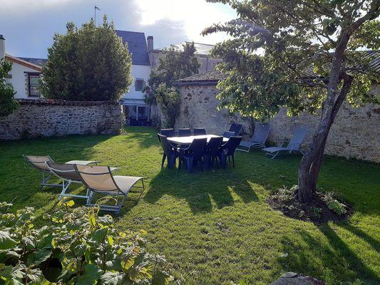 mauleon-gite-izalin-jardin