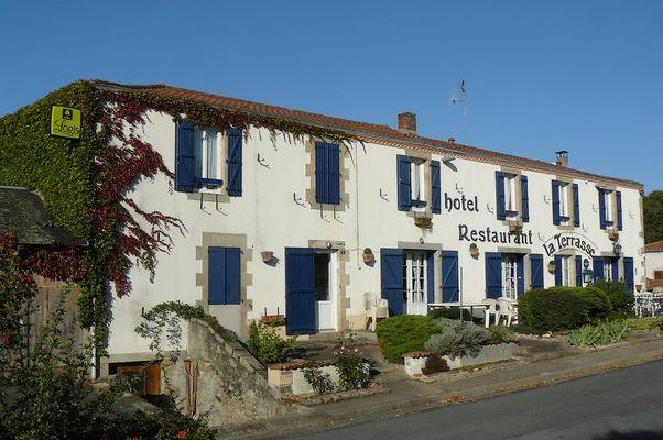 mauleon-hotel-restaurant-la-terrasse-facade1-2