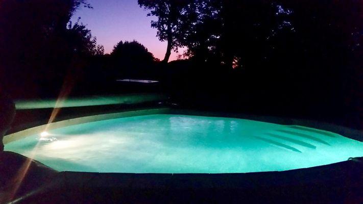 moutiers-sous-chantemerle-chambres-dhotes-la-finesse-piscine-nuit