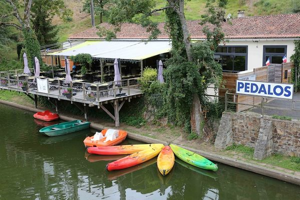 argentonnay-camping-lac-dhautibus-location-pedalos