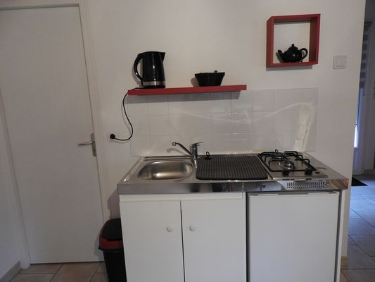 bressuire-terves-chambre-dhotes-appart-les-jards-kitchenette-bis