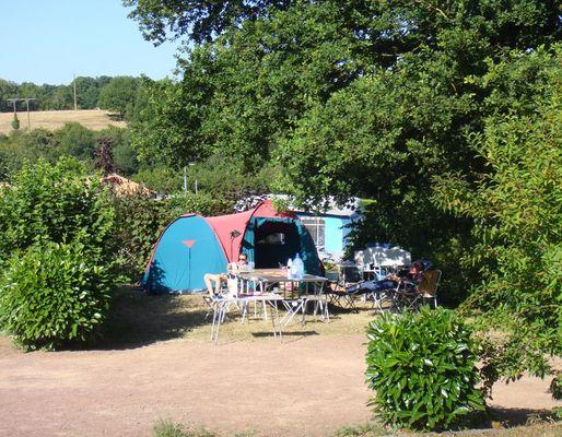 camping-au-lac-hautibus-emplacement-tente-camping-car