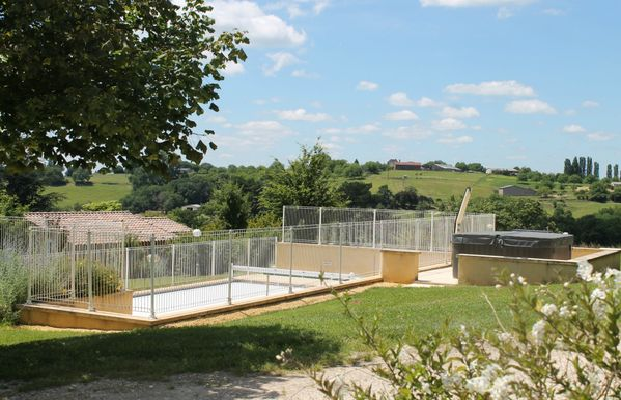 chalet ginette - chalet marie - cabane ouetou - piscine chauffée-jacuzzi- proche sarlat (22.)