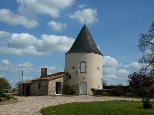 chateau-de-la-Dubrie-1