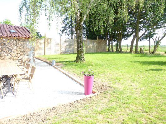 st-andre-sur-sevre-gite-le-laidet-jardin