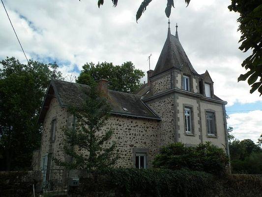 voulmentin-gite-roche-aux-moines-facade1