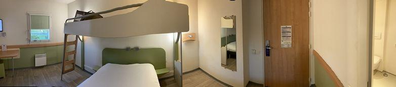 Panorama de la chambre pour les personnes à mobilité réduite