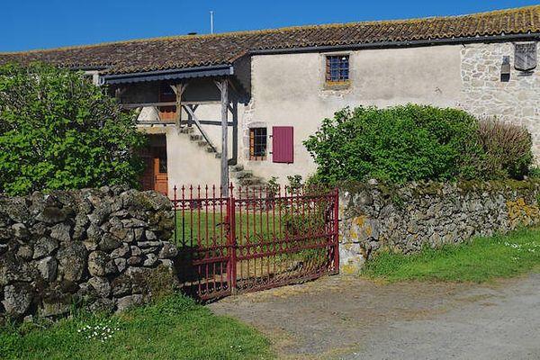 noirlieu-gite-du-chateau-facade.jpg_13