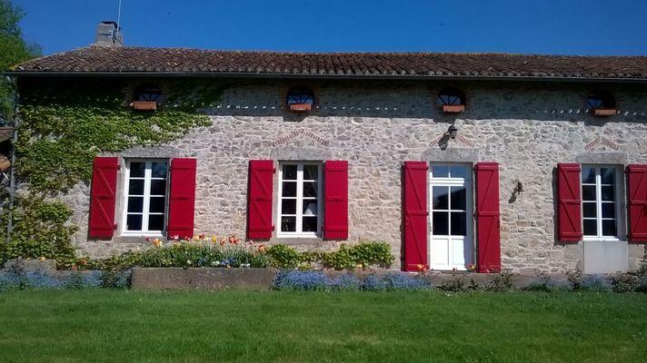 mauleon-st-aubin-de-baubigne-gite-les-guyonnieres-facade2.jpg_1