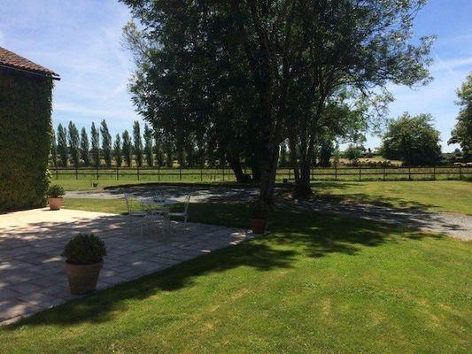 saint-aubin-de-baubigne-chambre-dhotes-roches-mousset-jardin.jpg_18