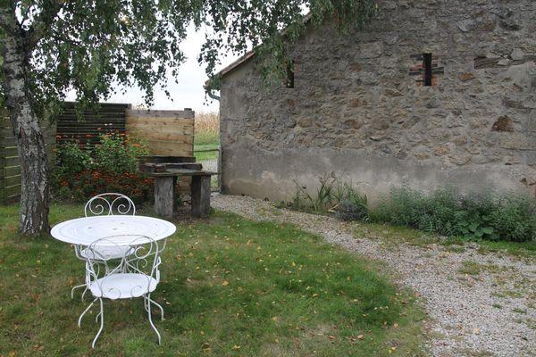 cirieres-gite-le-beneliere-jardin.jpg_8