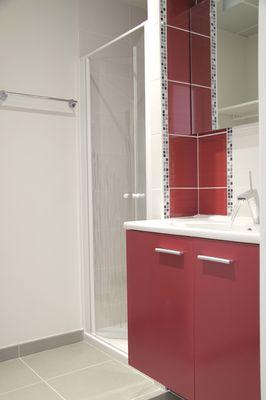 La salle de bain d'un studio