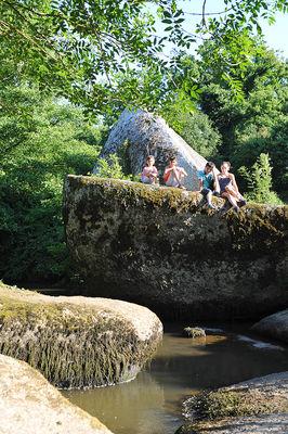 rocher-branlant-jardin-des-chirons-2000bressuirais (pw) 5238.jpg_9