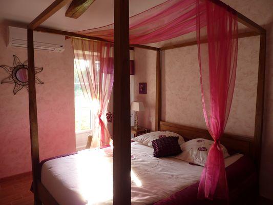 nueil-les-aubiers-chambres-dhotes-la-minaudiere-chambre-romantique.jpg_5