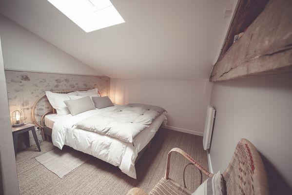 chambroutet-chambres-dhotes-la-belle-lurette-chambre-rouge-encre2.jpg_12