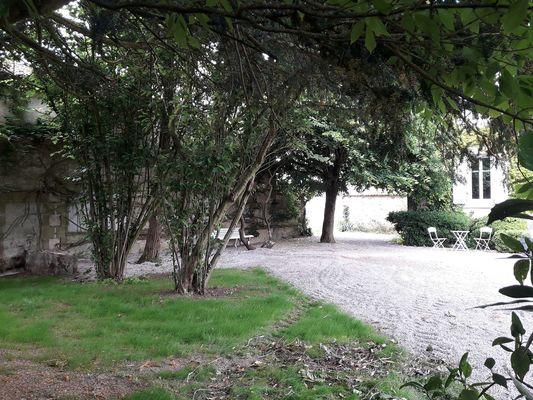 mauleon-gite-a-la-belle-pause-jardin1.jpg_11