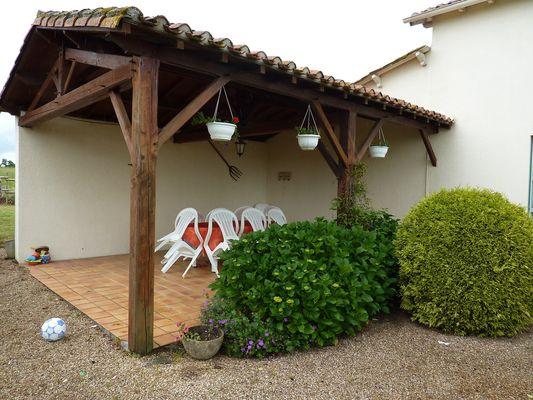 boisme-gite-puy-chevrier-terrasse.jpg_7