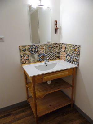 ecole-buissonniere-gite-lecole-du-voyage-salle-de-douche-lavabo.jpg_15