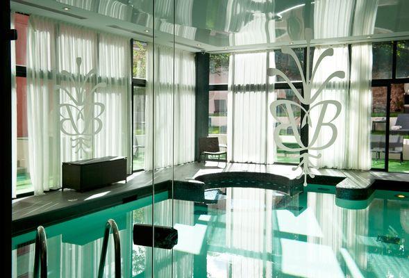 Spa et salon de coiffure Carita by Monarque - Freizeitgeräte ...