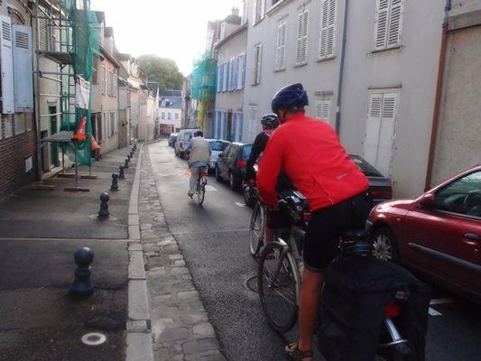 Maison JLN - Jean-Loup conduit les pélerins sur leur route