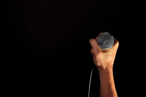 audio-concert-hand-33779-2