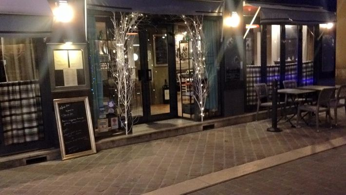 cafe-des-arts-Chartres-exterieur-nuit