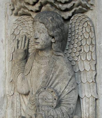 portail-royal-centre-voussure-1-droite-1er-ange-002