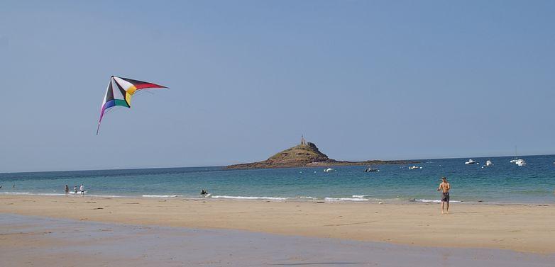 ERQUY - cerf-volant îlot St michel