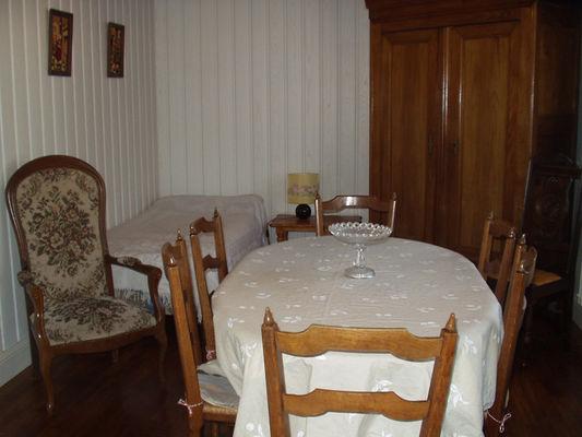 Location - PEILLET - Lesconil - Pays Bigouden - salle à manger