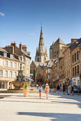 place-du-centre-Alexandre-Lamoureux