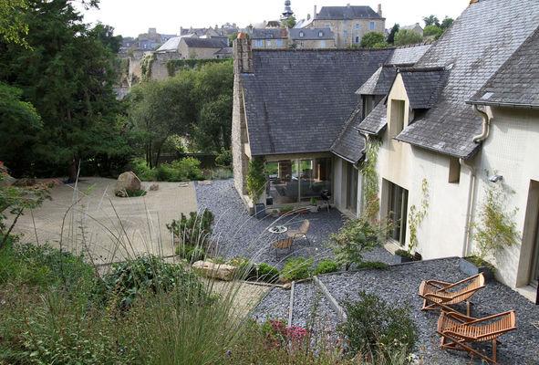 Un Jardin à Moncontour -Terrasse-vue-Moncontour