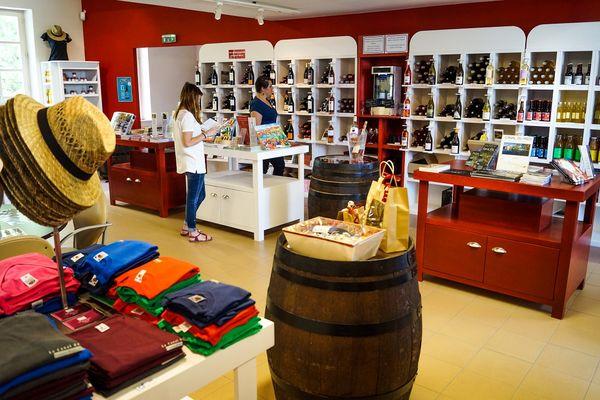 Notre-boutique-Office-de-tourisme-du-Canal-du-Midi-au-Saint-Chinian