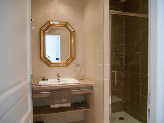 Aux roses de l'étang chambres d'hôtes salle de bains
