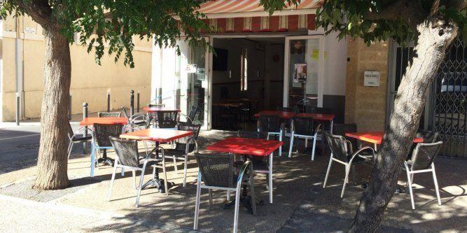 Café de la place rénové